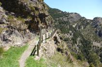 Chemin de la vallée du Riu.