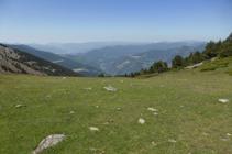 Vues panoramiques vers le sud de l´Andorre depuis le col de la Caülla.