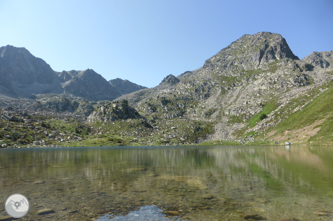 Lac des Abelletes et pics d