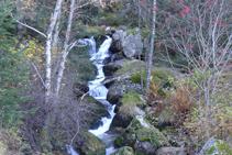 Jolie chute d´eau de la rivière de Perafita.