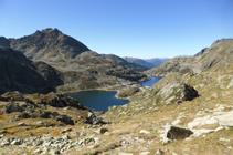 Vues des lacs de Juclar et du pic de Siscaró depuis le col de Juclar.