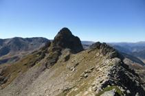 Le pic d´Escobes et le contournement par le versant français (ouest).