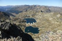 Les lacs de Juclar depuis le sommet d´Escobes.