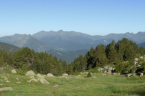 Vues sur l´ouest avec la chaîne montagneuse d´Enclar et le Salòria dans le fond.