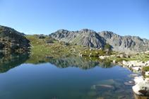 Premier lac d´Ensagents et le pic des Collades Baixes.