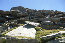 Énormes dalles de granit en descendant de l´Alt del Griu.