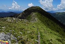Suivez la crête de la chaîne montagneuse d´Enclar jusqu´au Bony de la Pica.