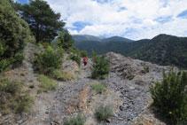 Sur certains tronçons, le chemin est assez rocailleux.