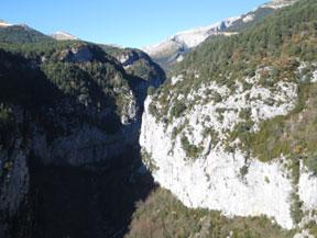 Sentier des belv�d�res de Revilla dans les gorges d�Escua�n