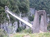 La passerelle d�Holzart� et les gorges d�Olhadubi