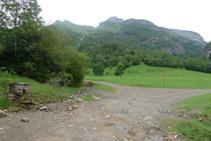 Virage jusqu'à la piste de la vallée d'Otal.