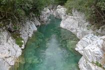 Rivière Ara depuis le pont d´Oncins.