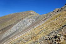 La Pala Serrera est une montagne d´ardoise présentant des tons rouges et gris.