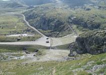 Vue sur l´esplanade où nous avons garé notre véhicule et sur les pistes de ski d´Ordino-Arcalís.
