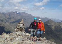 Pic de Cataperdís (2806 m) avec une vue sur le massif de la Pica d´Estats en direction nord-ouest.