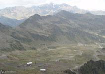 À nos pieds et au fond de la vallée, les pistes de ski d´Ordino-Arcalís.