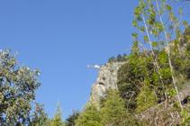 Hélicoptère travaillant sur le Roc dels Corbs.