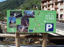 Panneau graphique annonçant la Route du Fer et la visite à la mine de Llorts.