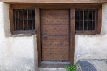 Détail de la porte de l´église Sant Pere d´Aixirivall.